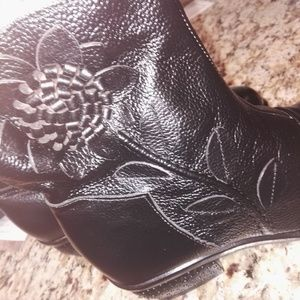 Shoes - Flower detail boots black NEW size 8!